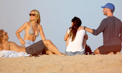 gwyneth-paltrow-and-chris-martin-have-a-beach-dual-date-with-their-other-halves