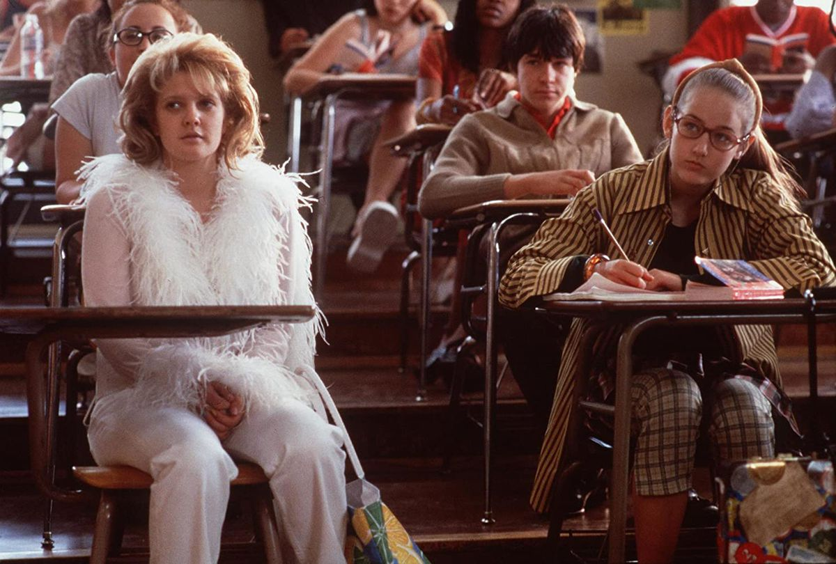 Josie (Drew Barrymore) and Aldys (LeeLee Sobieski) sit in class in a screenshot from Never Been Kissed