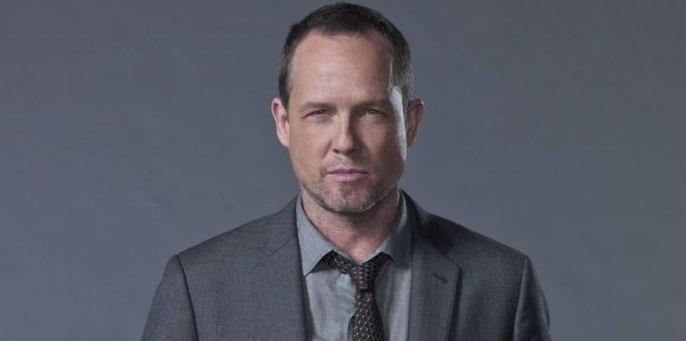 Dean Winters as Avi